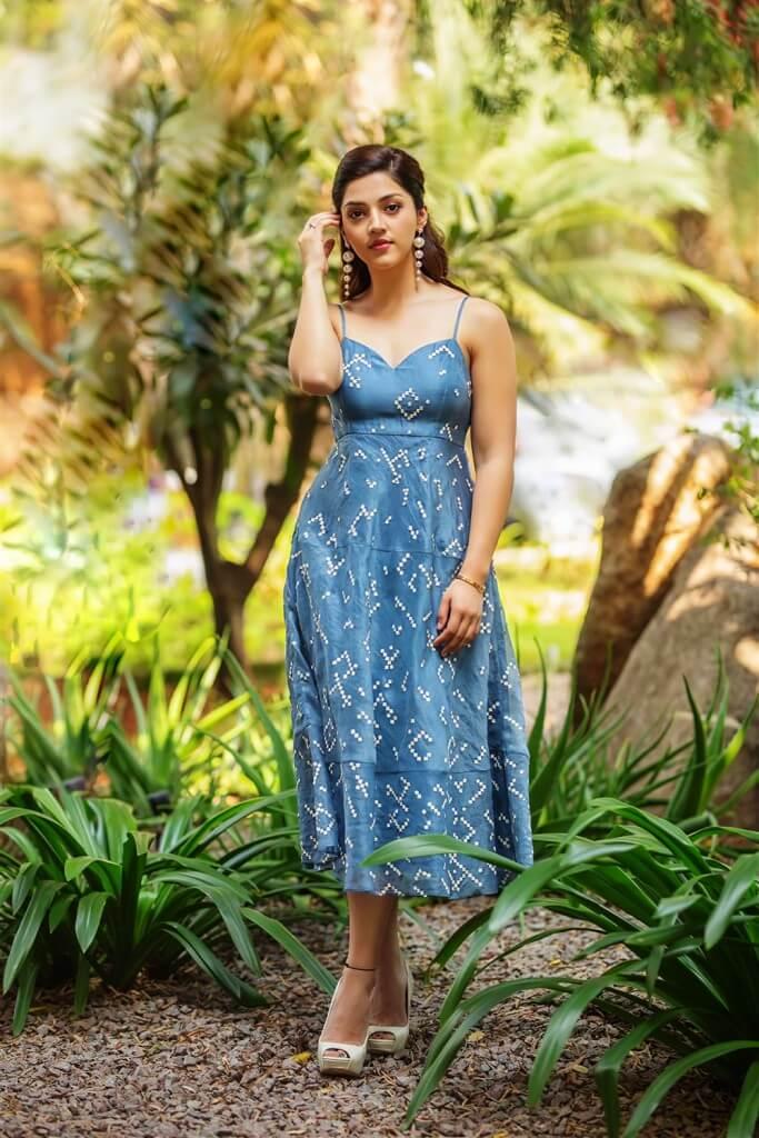 Mehreen Kaur New Pics In Blue Skirt
