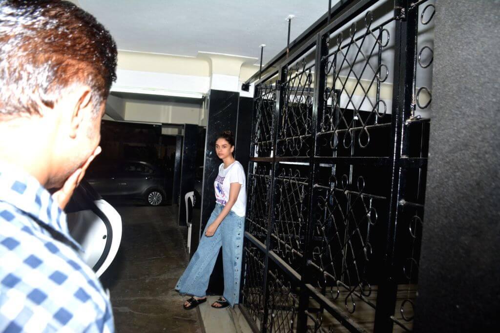 Aditi Rao Hydari In Loose Denim Trouser