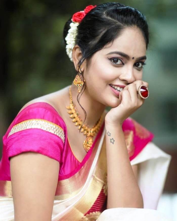 Tamil Actress Nandita Swetha In Traditional Saree Actress Album