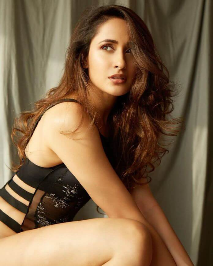 Hot Actress Pragya Jaiswal