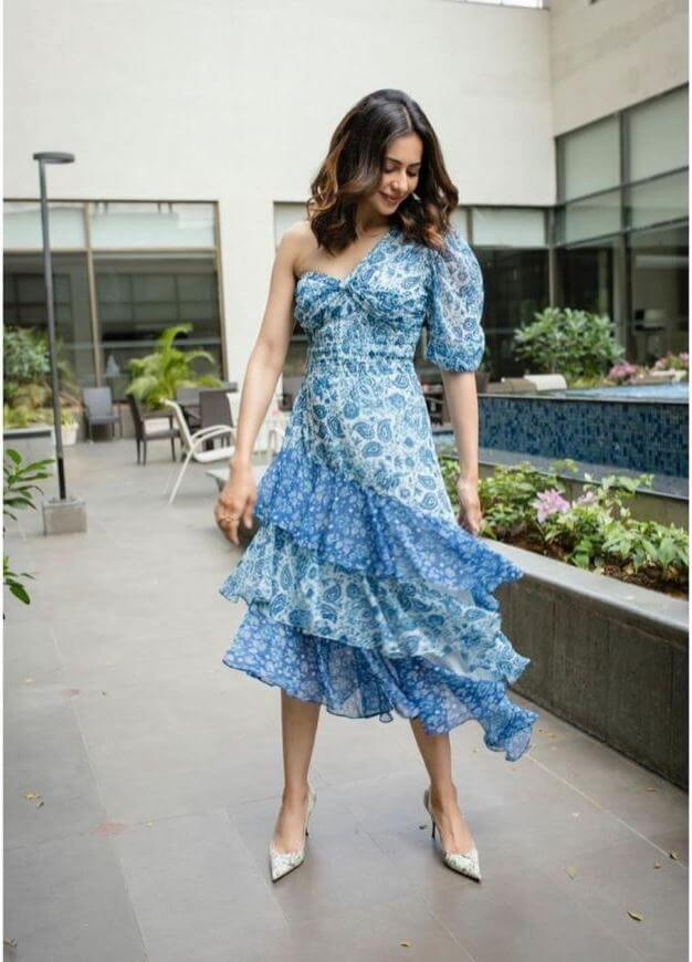 Modern Pics Of Actress Rakul