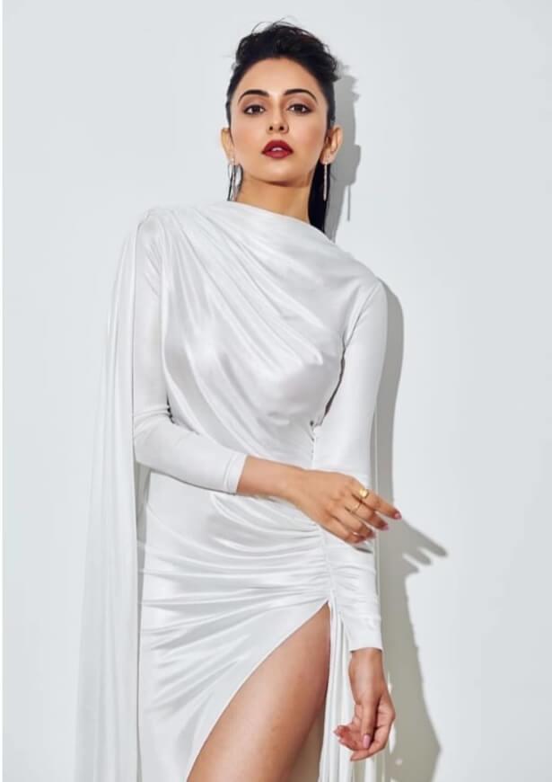 Dev Movie actress