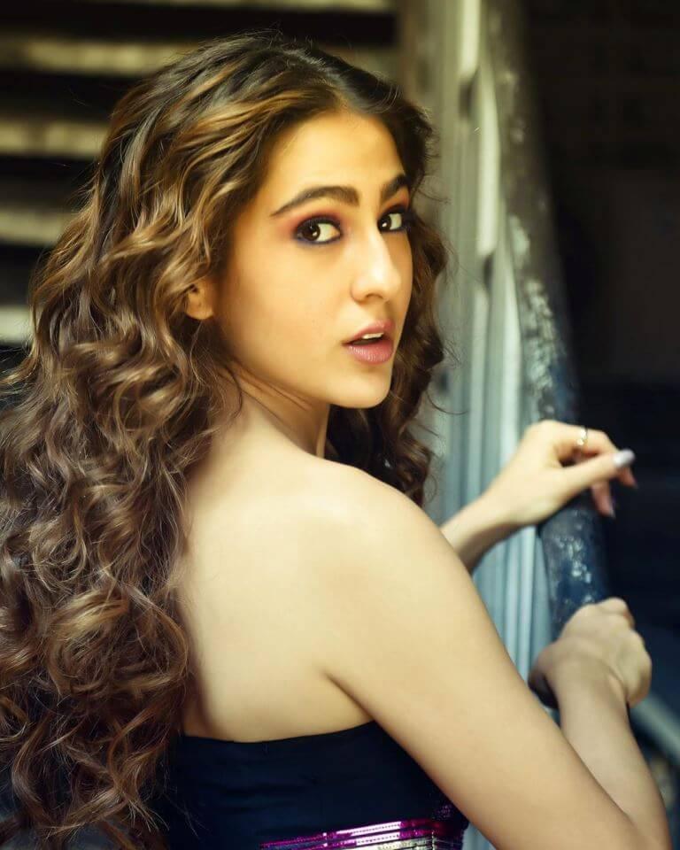 Sara Ali khan In Metallic Skirt At Dance Plus-5