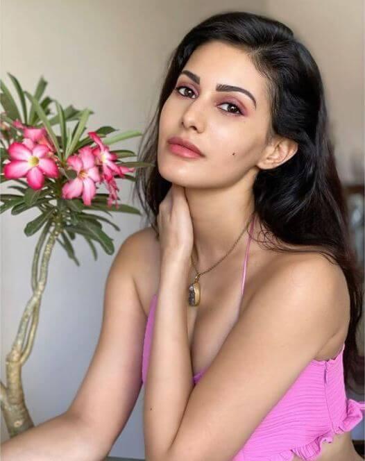 Amyra Dastur Hot Cleavage Show