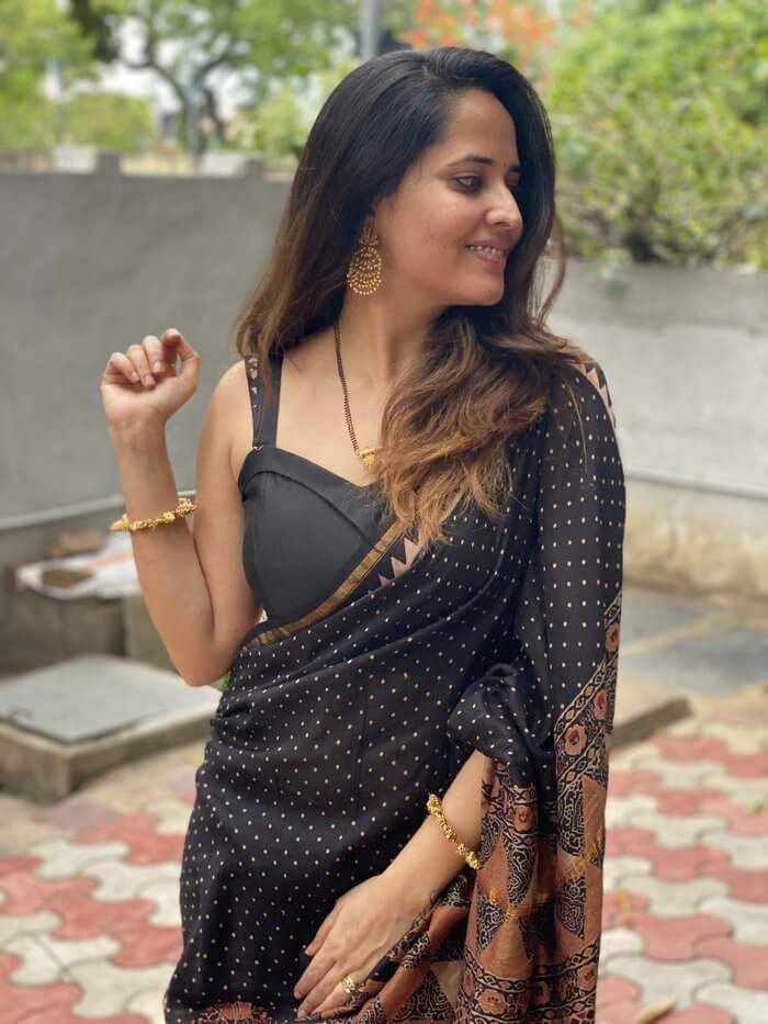 Anasuya Bharadwaj In Black Saree