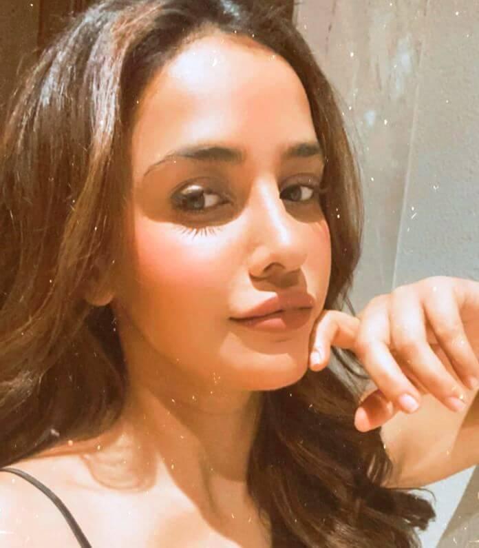 Heroine Aisha Sharma Spicy Pictures