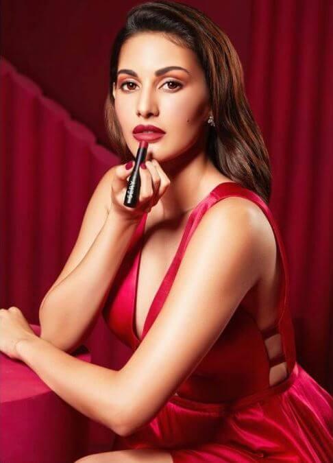 Spicy Pictures Of Actress Amyra Dastur
