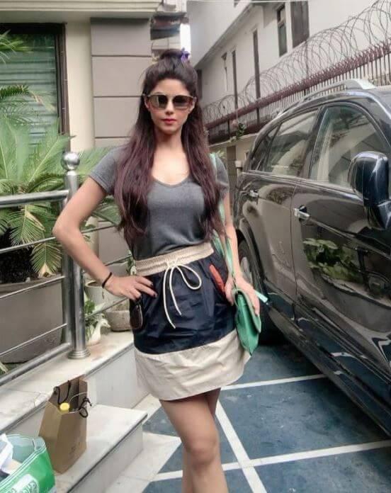 bollywood actress Meera Chopra