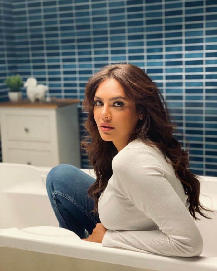 Esha Gupta HD Pictures