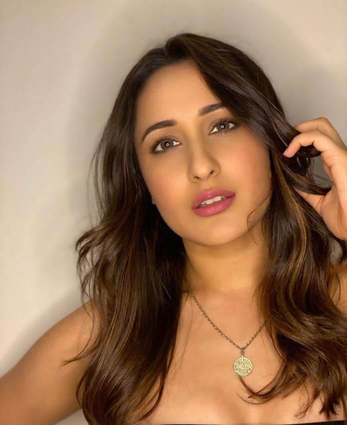 Glamorous Heroine Pragya Jaiswal HD Photos