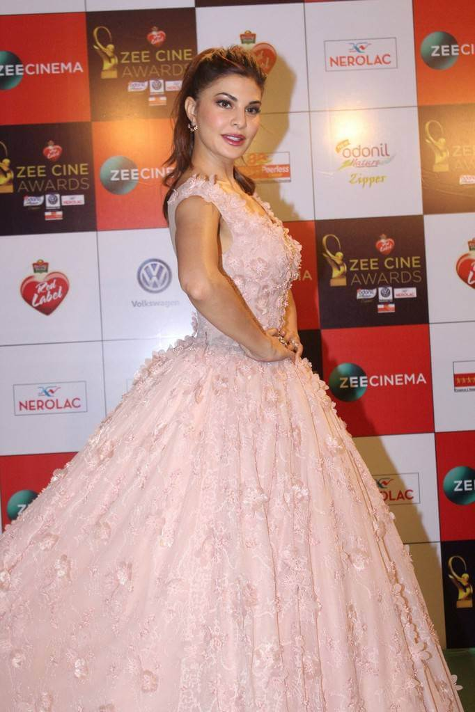 Jacqueline Fernandez At Zee Cine Awards In Pink Gown