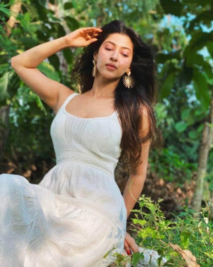 Sonarika Bhadoria Beautiful Looks