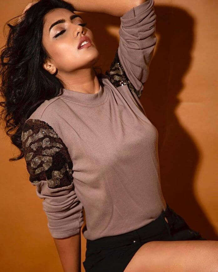 Spicy Actress Eesha Rebba Latest Pictures