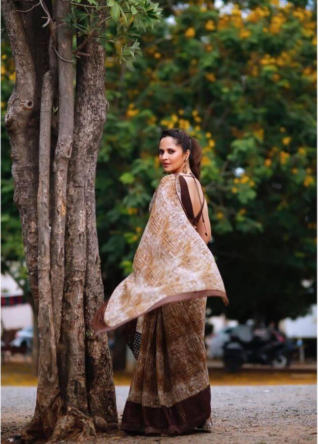 Anasuya Bharadwaj Hot Stills In Saree