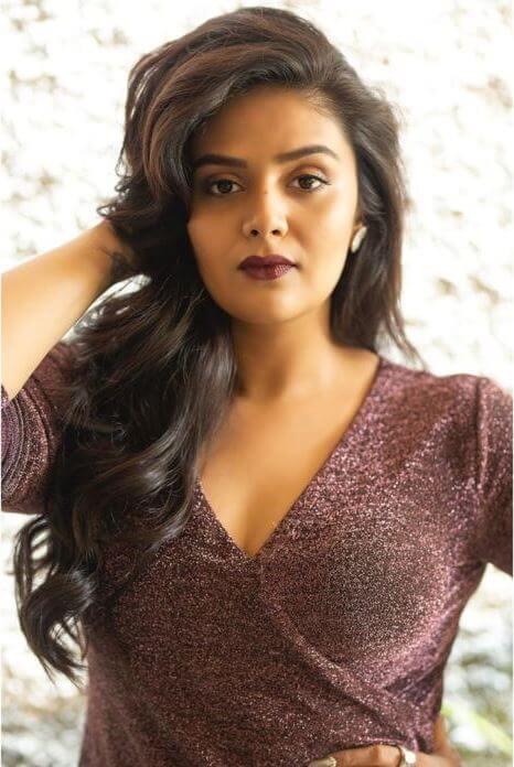 Beautiful Telugu Anchor Sreemukhi In Hot Skirt
