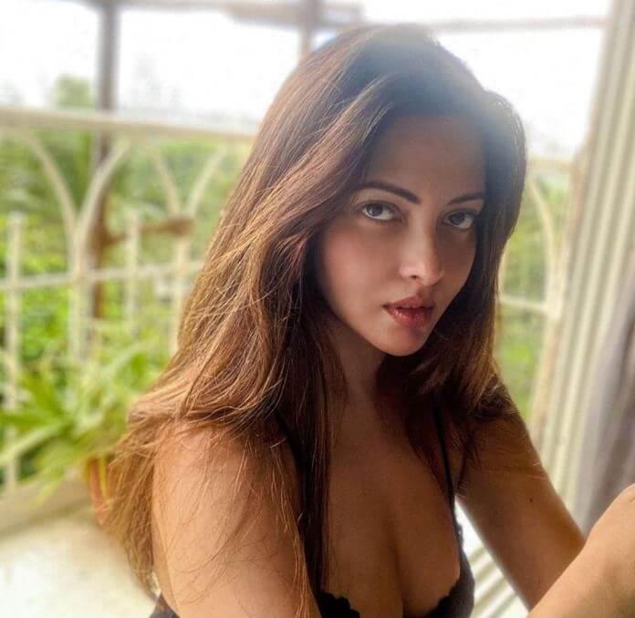 Bollywood Heroine Riya Sen