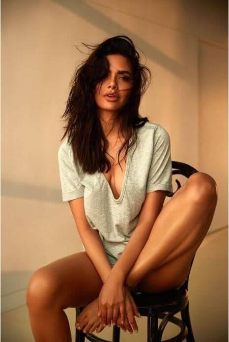 Bollywood Hot Esha Gupta