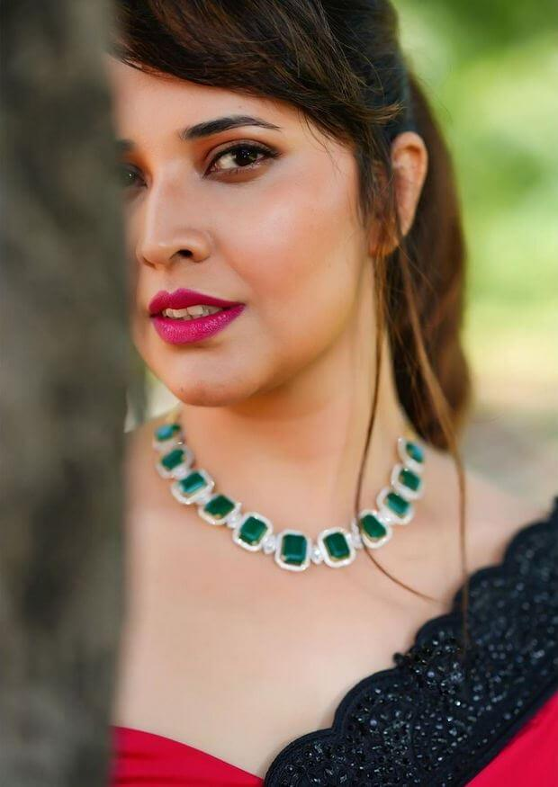 Jabardasth Anchor Anasuya Pictures In Beautiful Saree