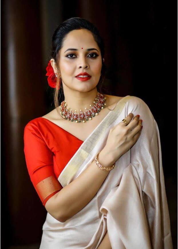 Latest Photographs Of Anasuya Bharadwaj In Saree