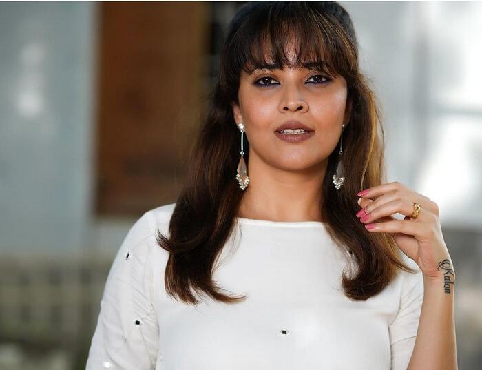 Anasuya Bharadwaj In White Skirt