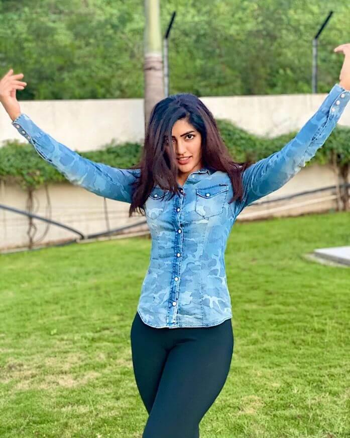 Eesha Rebba Looking Hot In The Recent Pictures