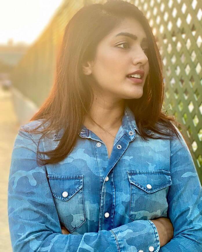 Eesha Rebba Looking Hot
