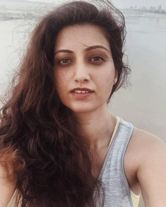 Exclusive Photos Of Actress Hamsa Nandini