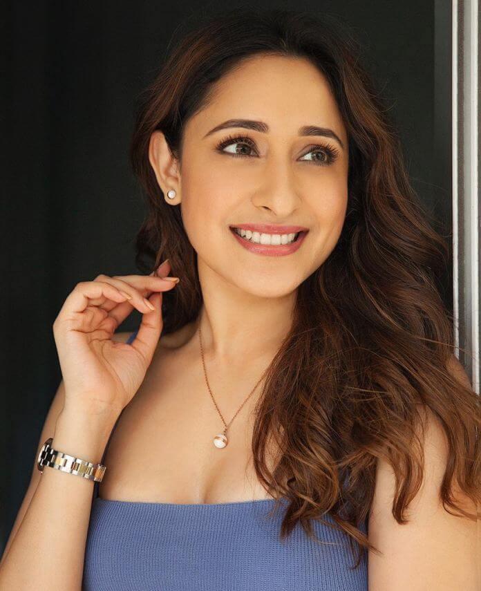 Heroine Pragya Jaiswal Glamorous Photos