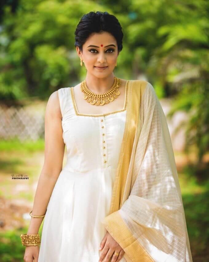 Hot Actress Priyamani