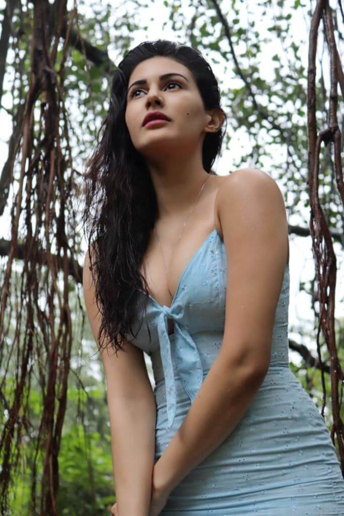 Hot Cleavage Photos Of Amyra