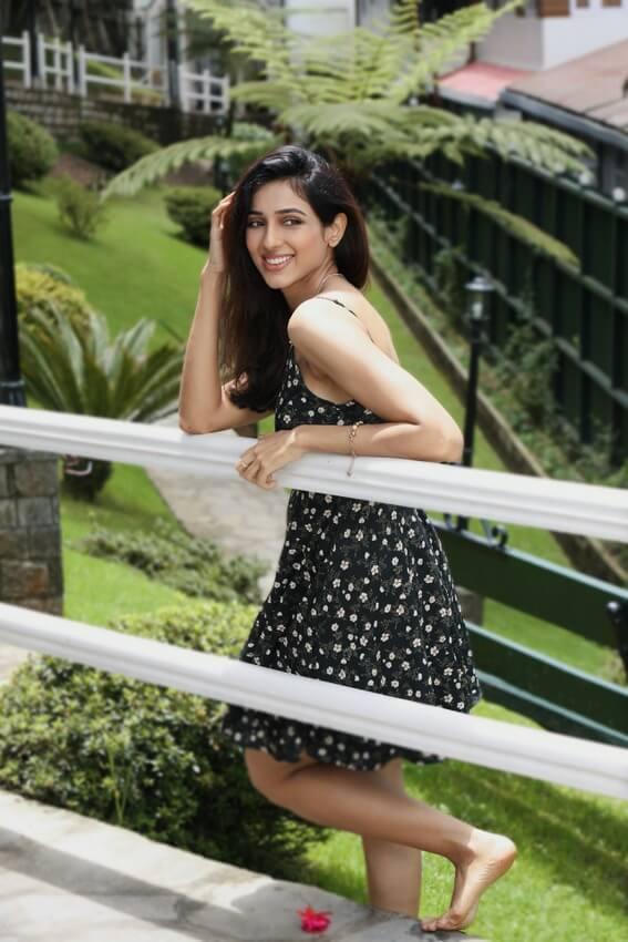 Riya Suman Sizzling Stills
