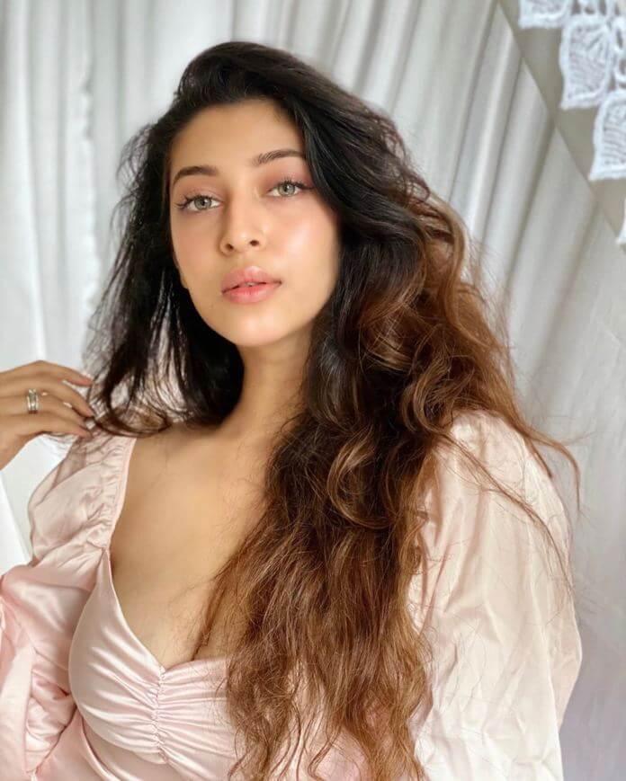 Jadoogadu Movie Actress