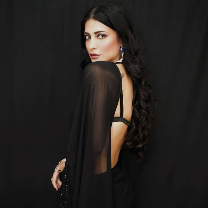 Shruthi Haasan In Black Saree