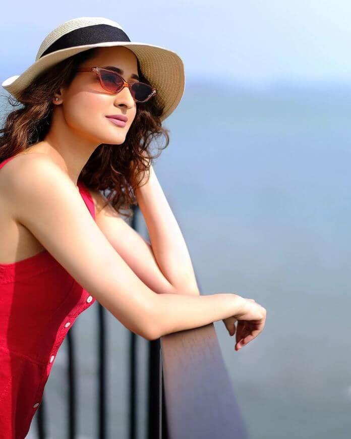 Pragya Jaiswal HD Pictures