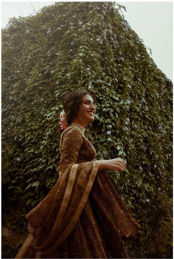 Priya Prakash Varrier Exposing Pics