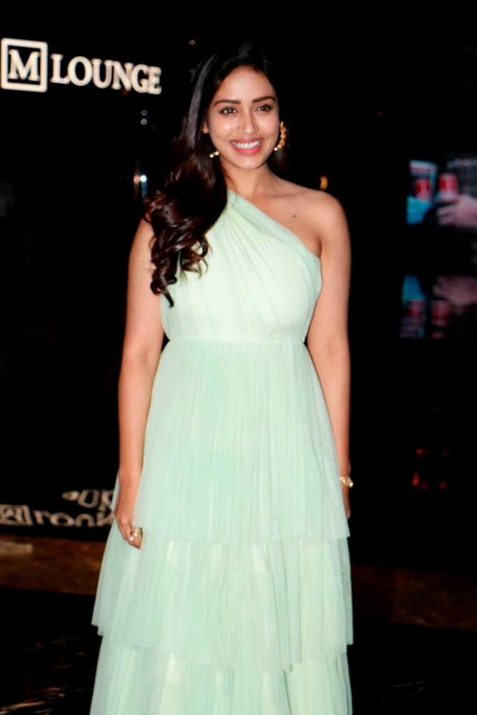 Mental Madhilo Movie Actress
