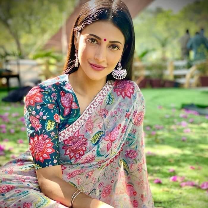 Shruthi Haasan Looks Ethnic