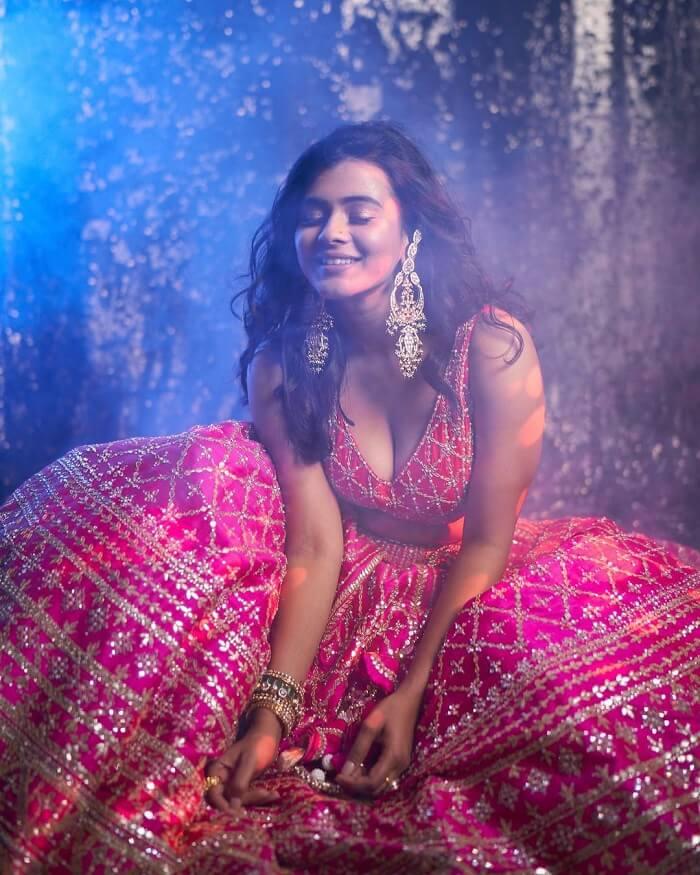 Hebah Patel Cleavage Show