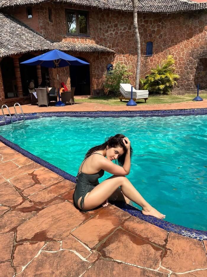 ActressRashi Khanna Swim Suit Photos