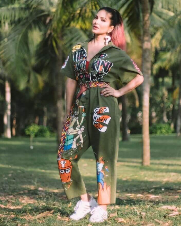 Sunny Leone Stills At SplitsVilla X3 Shooting