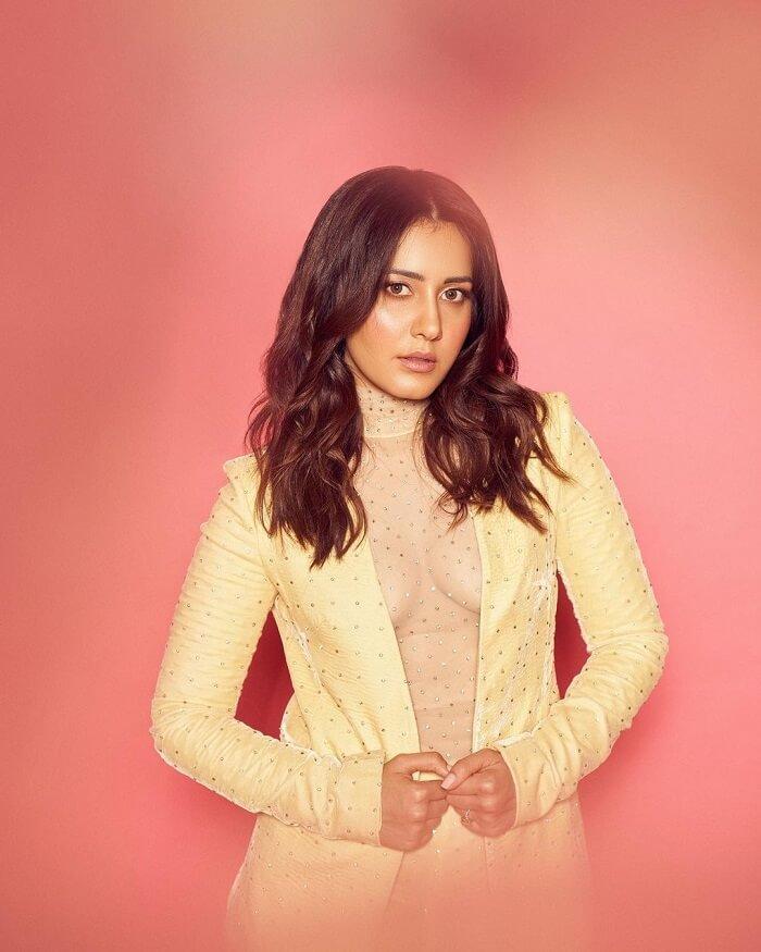 Heroine Rashi Khanna Stunning
